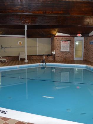 Manistee Hotel: Manistee, MI: Discount Hotel Rooms, Indoor Pool ...